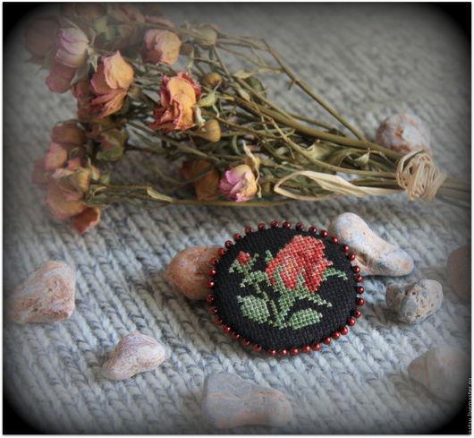 """Броши ручной работы. Ярмарка Мастеров - ручная работа. Купить Брошь """"Красная роза"""". Handmade. Брошь, ручная вышивка, вышивка"""