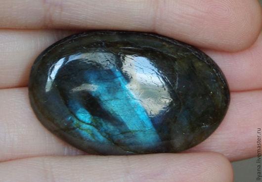 2097 Лабрадорит, размер 35,5х22х7,5мм, шелковистый отблеск на половине камня, 375руб.