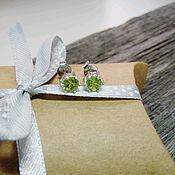 Серьги-пусеты ручной работы. Ярмарка Мастеров - ручная работа Серьги - пуссеты с хризолитами. Серебро 925 пробы. Handmade.