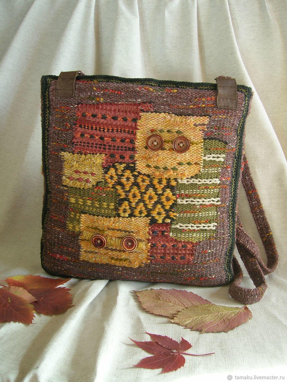 Яркая вместительная сотканная вручную сумка, сочетающая в себе множество техник ткачества. Узор её напоминает любимый всеми пэчворк.