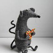 Мягкие игрушки ручной работы. Ярмарка Мастеров - ручная работа Мышь с пиццей. Handmade.