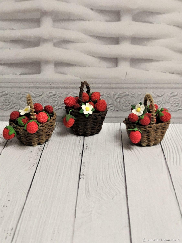 Корзинка с земляникой. Кукольная миниатюра, Кукольная еда, Москва,  Фото №1