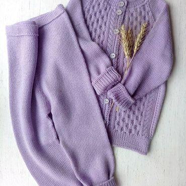 Товары для малышей ручной работы. Ярмарка Мастеров - ручная работа Вязаный костюм: кофта и гамаши. Handmade.