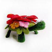 Куклы и игрушки ручной работы. Ярмарка Мастеров - ручная работа Войлочная фигурка и брошь — Маковая черепашка. Handmade.