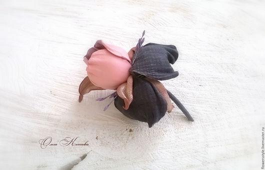 Броши ручной работы. Ярмарка Мастеров - ручная работа. Купить Маленькая брошь цветок В розовой дымке Ирис из кожи и замши. Handmade.