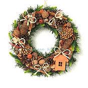 Подарки к праздникам ручной работы. Ярмарка Мастеров - ручная работа Новогодний венок с домиком. Handmade.