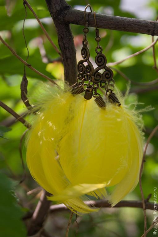 """Серьги ручной работы. Ярмарка Мастеров - ручная работа. Купить Серьги с перьями """"Солнце"""". Handmade. Лимонный, желтый цвет"""