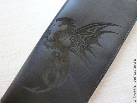 Визитница большая `Дракон`.Кожаный картхолдер. Подарок на  23 февраля