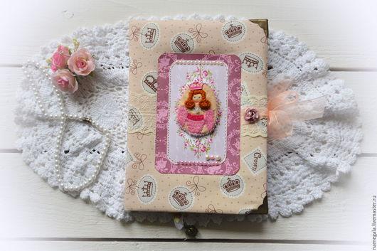 """Блокноты ручной работы. Ярмарка Мастеров - ручная работа. Купить Блокнот с авторской вышивкой """"Принцесса"""". Handmade. Бежевый, блокнот с нуля"""