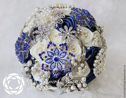 Свадебные цветы ручной работы. Ярмарка Мастеров - ручная работа. Купить Брошь-букет СИНИЙ + АЙВОРИ. Handmade.