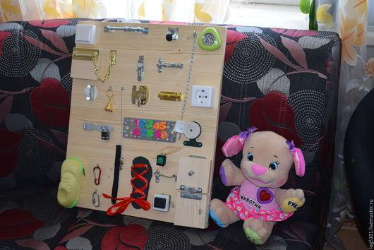 Развивающие игрушки ручной работы. Ярмарка Мастеров - ручная работа. Купить Бизиборд для маленького первооткрывателя /Развивающая доска Монтессори. Handmade.