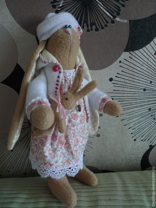 Куклы Тильды ручной работы. Ярмарка Мастеров - ручная работа. Купить Зайка с игрушкой. Handmade. Заяц, подарок на любой случай