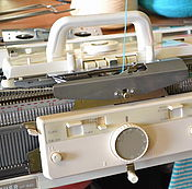 Материалы для творчества ручной работы. Ярмарка Мастеров - ручная работа вязальная машина  Brather KH893+KR840 5 класс 200 игл. Handmade.