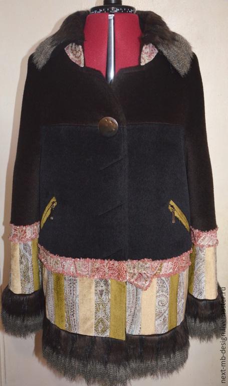 Авторское пальто ручной работы. Эксклюзивное пальто в стиле пэчворк из эффектно подобранных и сочетающихся между собой тканей придаст Вашему образу мягкость, женственность, изысканность и роскошь.