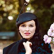 Шляпы ручной работы. Ярмарка Мастеров - ручная работа Шляпка таблетка черная с перьями. Handmade.