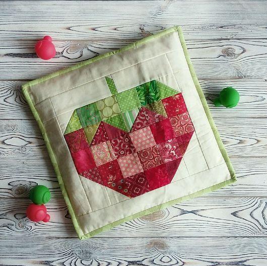 Лоскутная подушка Сладкая ягодка