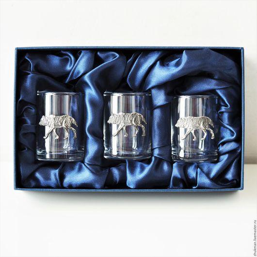 """Подарки для мужчин, ручной работы. Ярмарка Мастеров - ручная работа. Купить Набор стопок на троих """"ВОЛКИ """" в футляре (стопки волк для охотников). Handmade."""