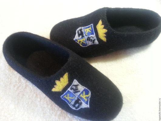 Обувь ручной работы. Ярмарка Мастеров - ручная работа. Купить тапочки по вашим логотипам. Handmade. Черный, голубой, тапочки домашние