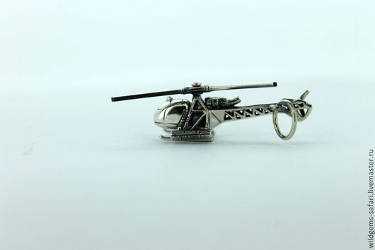 Горно Спасательный вертолёт SA 315B LAMA в модификации HELISKI. Кулон-брелок ручной работы из серебра 925, CRAZY SILVER масштабная копия 1:72 легендарного горно-спасательного вертолета SA 315B LAMA. Винт вращается, есть `сетка` для лыж и сноубордов - все как у настоящего, до мельчайших подробностей!!! Размеры: 31Х24Х9мм. Вес:3,8гр.