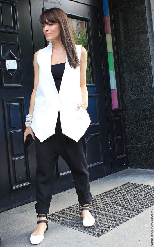 R00046B Стильный жилет из белой джинсы . Летний жилет ,свободный и уникальный стиль для повседневной жизни. Нарядный и красивый жилет.