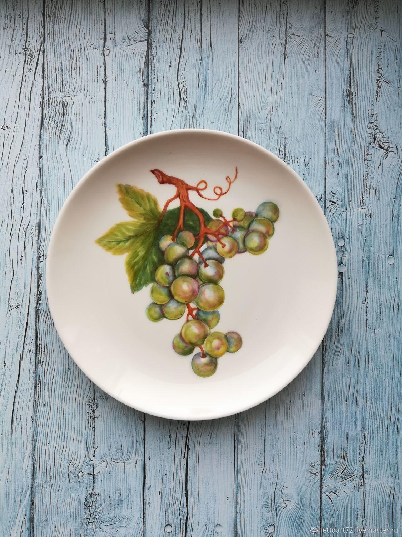 Тарелки ручной работы. Ярмарка Мастеров - ручная работа. Купить Виноград. Handmade. Виноград, тарелка на стену, надглазурные краски
