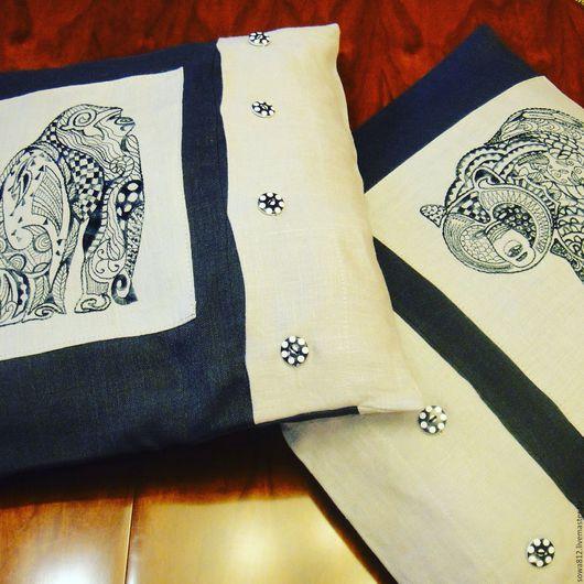 """Текстиль, ковры ручной работы. Ярмарка Мастеров - ручная работа. Купить Чехлы на подушку с машинной вышивкой """"дикие животные"""". Handmade."""