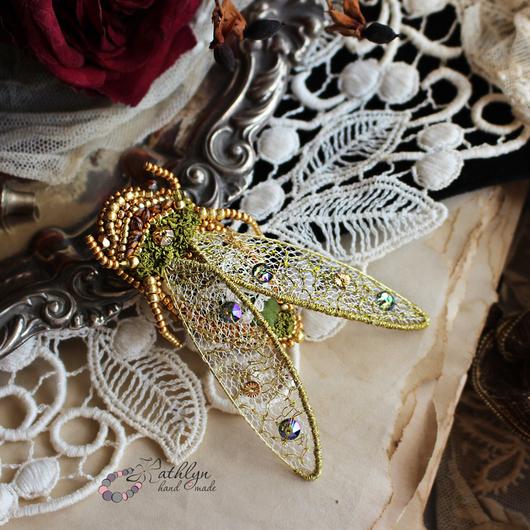 """Броши ручной работы. Ярмарка Мастеров - ручная работа. Купить Брошь """"Золотая цикада"""" : вышивка бисером, сваровски, кружево. Handmade."""