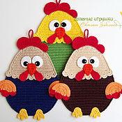 """Подарки к праздникам ручной работы. Ярмарка Мастеров - ручная работа """"Забавные петушки"""" вязаные прихватки. Handmade."""