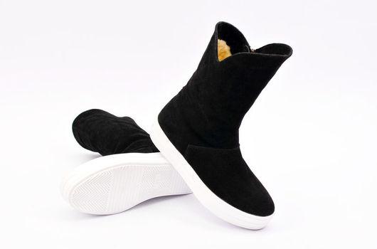 Обувь ручной работы. Ярмарка Мастеров - ручная работа. Купить Зимние женские сапоги. Handmade. Чёрно-белый, замшевые сапоги