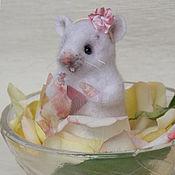 Куклы и игрушки ручной работы. Ярмарка Мастеров - ручная работа Мышка с платочком. Handmade.