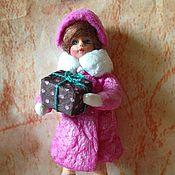 Куклы и игрушки ручной работы. Ярмарка Мастеров - ручная работа Ватная ёлочная игрушка Девочка с подарком. Handmade.