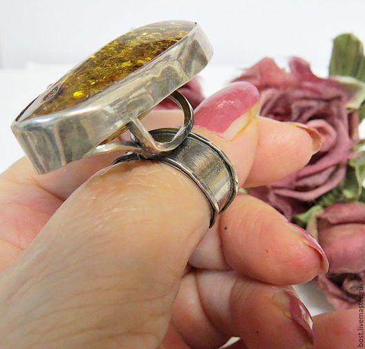 """Кольца ручной работы. Ярмарка Мастеров - ручная работа. Купить Серебряное кольцо с зеленым янтарем. """"Модница"""". Handmade. Украшение, кольцо"""