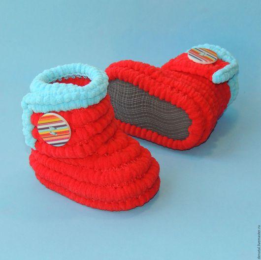 Пинетки сапожки плюшевые,  пинетки сапожки плюшевые для улицы, пинетки сапожки из помпонной пряжи, пинетки, обувь ручной работы, обувь, обувь на заказ, вязаная обувь, обувь для дома