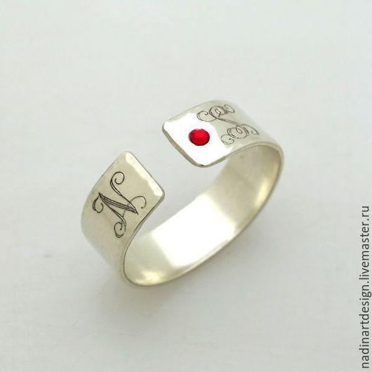 Кольцо с монограммой на заказ с кристалом
