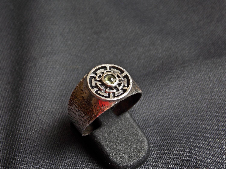 Интересное кольцо с бериллом в серебре `Знак солнца`