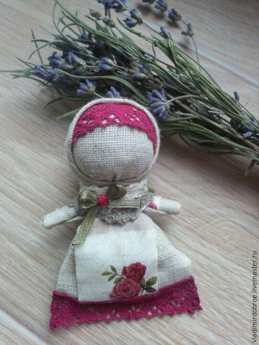 Народные куклы ручной работы. Ярмарка Мастеров - ручная работа. Купить Куколка на пальчик. Handmade. Бордовый, кукольный театр