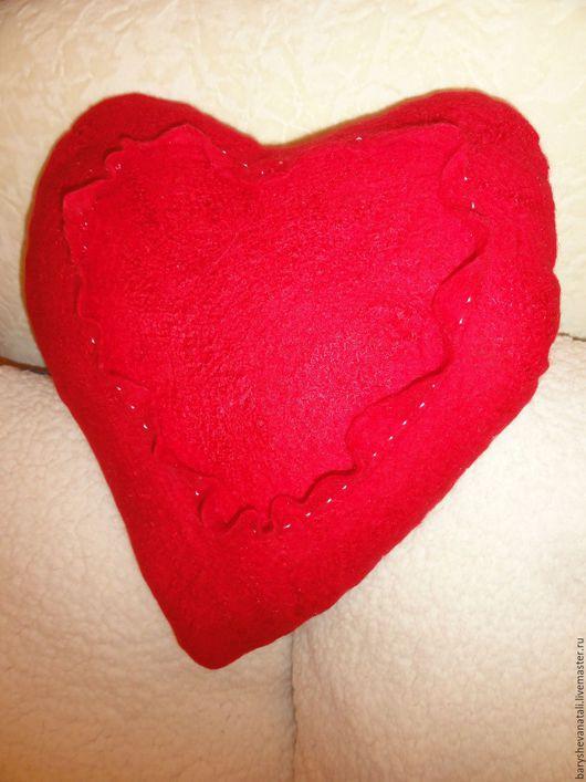Подарки для влюбленных ручной работы. Ярмарка Мастеров - ручная работа. Купить Интерьерная подушечка Сердечко. Handmade. Ярко-красный