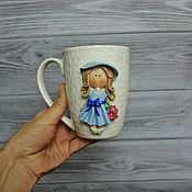 Сувениры и подарки ручной работы. Ярмарка Мастеров - ручная работа Кружка девочка с декором из полимерной глины. Handmade.