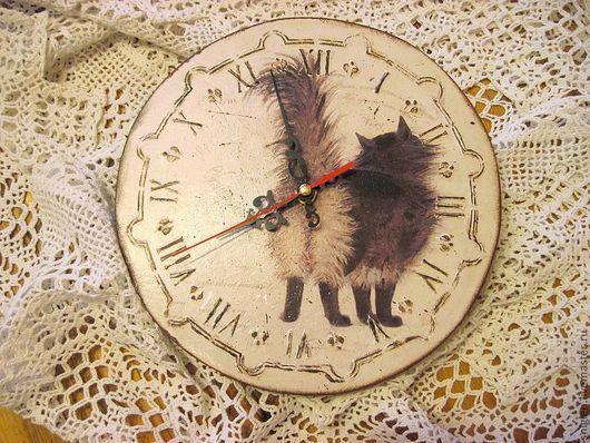 """Часы для дома ручной работы. Ярмарка Мастеров - ручная работа. Купить Часы """"Ну очень важная персона"""". Handmade. Бежевый"""