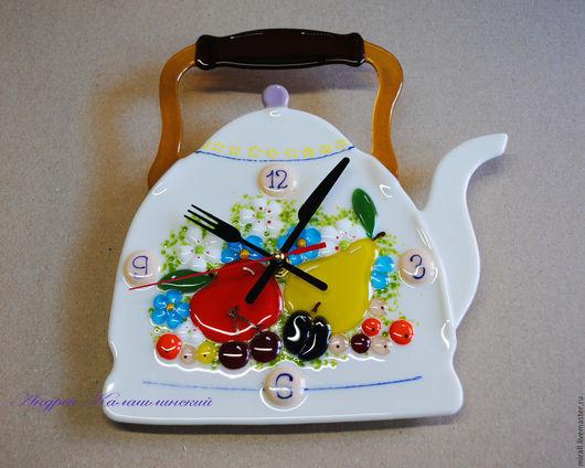 """Часы для дома ручной работы. Ярмарка Мастеров - ручная работа. Купить часы на кухню """"Чайник"""" стекло, фьюзинг. Handmade. Белый"""