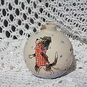 Подарки к праздникам ручной работы. Ярмарка Мастеров - ручная работа Елочный шар Собака и Котенок керамика. Handmade.