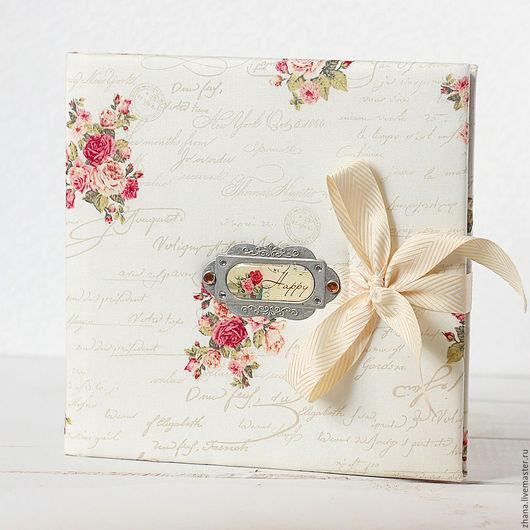 Книга пожеланий `Танго` Мягкая обложка книги пожеланий обтянута плотным и нежным хлопком с цветочным узором, на обложке металлическая ажурная рамка.