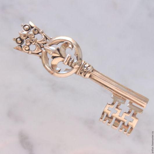 Винтажные украшения. Ярмарка Мастеров - ручная работа. Купить Trifari Fleur de lys Винтажная брошь Ключ. Handmade.