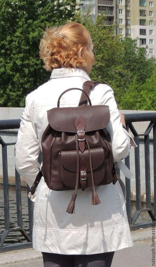 Карманы, широкие лямки, вес изделия — 700 грамм, большая вместимость изделия — это те важные характеристики, по которым можно оценить комфорт, удобство этого рюкзака.