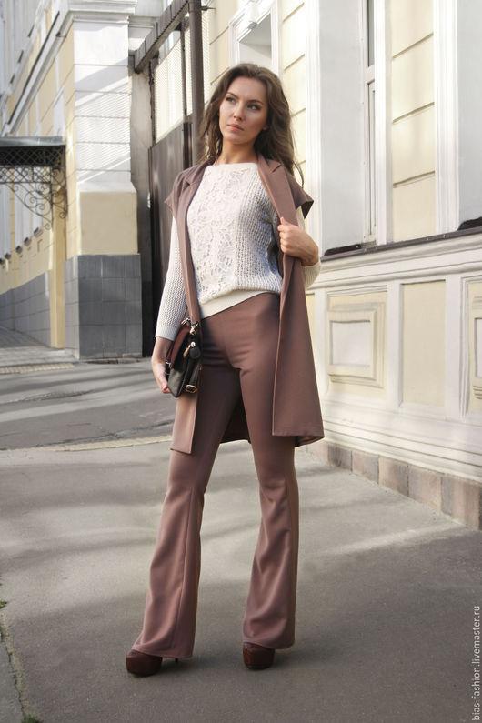 Длинный жилет и брюки клеш-mast have сезона. Идеально дополняют друг друга и отлично смотрятся соло в сочетании с другими вещами вашего гардероба.