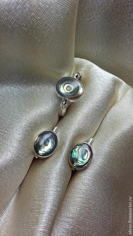 Комплект украшений ручной работы в серебре с натуральным гелиотисом. Камень очень красиво переливается по всей поверхности.