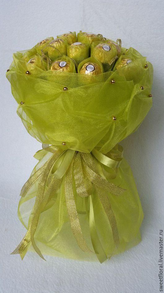 """Букеты ручной работы. Ярмарка Мастеров - ручная работа. Купить Букеты из конфет в органзе """"Очарование"""". Handmade. Комбинированный, букет в школу"""
