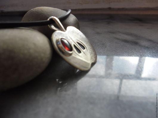 Подвеска из серебра в виде яблока. Оригинальный подарок.