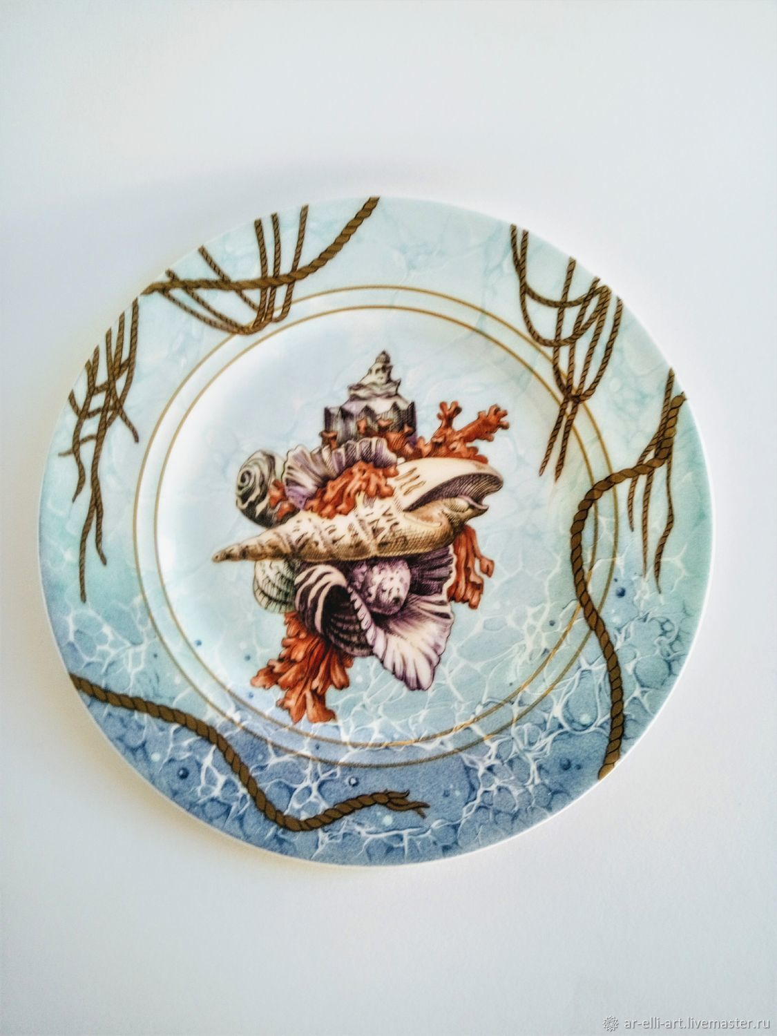 The painted porcelain.Decorative plate u0027Shells and seau0027. & The painted porcelain.Decorative plate