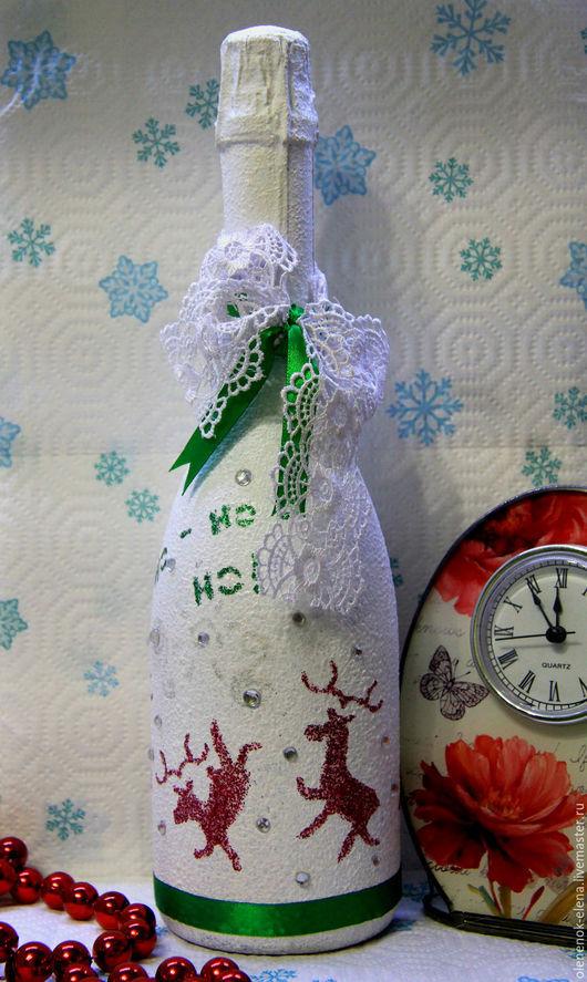 """Новый год 2017 ручной работы. Ярмарка Мастеров - ручная работа. Купить """"Веселые олени"""" новогодний декупаж напитка. Handmade. Зеленый"""